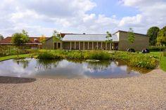 El centro artístico situado en Durslade Farm  -una antigua granja de Bruton, Somerset, al suroeste de Inglaterra- se inauguró el...