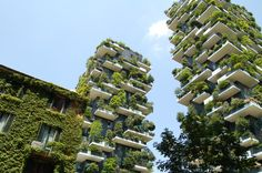 "Milan's ""Vertical Forest"" a Breakthrough in Green Architecture Architecture Durable, Green Architecture, Sustainable Architecture, Sustainable Design, Sustainable Living, Amazing Architecture, Building Architecture, Sustainable City, Futuristic Architecture"