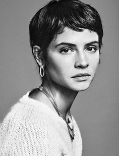 High and short! This is in any case what let think celebrities, more numerous than ever to wear the Pixie Cut. Short Haircut, Pixie Haircut, Pixie Hairstyles, Cool Hairstyles, Very Short Hair, Dream Hair, Hair Today, Hair Dos, Her Hair