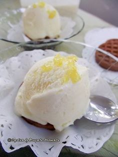 Inghetata de lamaie Cake Recipes, Dessert Recipes, Tea Cafe, Tasty, Yummy Food, Parfait, No Cook Desserts, Food Cakes, Sorbet