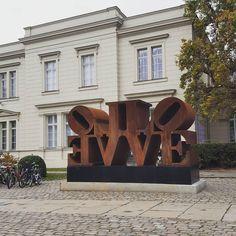 """117 Likes, 11 Comments - kiezcouture - 3x Berlin & DIY (@kiezcouture) on Instagram: """"#PBsays Etwas Liebe zum Wochenanfang. Liebe in Skulpturform findet ihr übrigens vorm Hamburger…"""""""