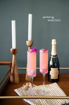This Speckled Egg Mimosa might be the perfect Easter cocktail recipe: Uses candy, but stays classy. Love it! | Style Me Pretty