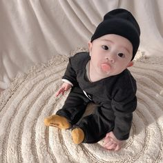 and baby ulzzang (notitle) Cute Asian Babies, Korean Babies, Asian Kids, Cute Babies, Cute Baby Boy, Cute Kids, Baby Kids, Ulzzang Kids, Cute Family