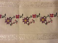 This Pin was discovered by Gül All Craft, Bargello, Cross Stitch Designs, Cross Stitching, Embroidery Stitches, Needlepoint, Tatting, Diy And Crafts, Sewing