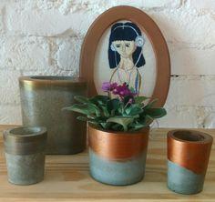Vasos de cimento e bordado de Acepipes de Lourenço.