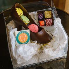 Louboutins or chocolate stilettos stuffed with macarons?  Another work of art by @dr.chocolates. #FWCon #SundaySupper #foodie #foodblogger #chocolate #rosenshinglecreek #orlando #florida #macarons #nomnom @sundaysupperfam @familyfoodie