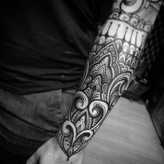Barbara foi guerreira ! Aguentou sem reclamar nada 3 hs ! Mas seu corpo resolveu nao aguentar por ela rsrs ! Valeu e até daqui uns dias em Santa Teresa! . . Contato para orçamento e agendamento SOMENTE no telefone 27 999805879 . . Não respondo direct. . #kadutattoo #tattoo #tattoos #tattoo2me #tatuagem #tatuagens #ornaments #blackwork #blackworktattoo #ornamentaltattoo #ornaments #maoritattoo