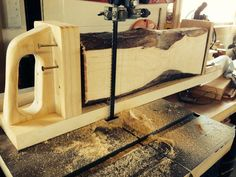 Turning your bandsaw into a sawmill is just one more awesome use for that band saw. Sometimes it is very difficult to find nice wood at the lumber yard for a special woodworking project. Well, now… Bandsaw Projects, Carpentry Projects, Wood Projects, Into The Woods, Woodworking Techniques, Woodworking Jigs, Woodworking Furniture, Serra Circular, Wood Jig