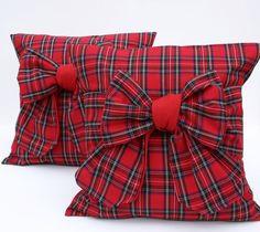 what great pillows! Tartan Fabric, Tartan Plaid, Plaid Scarf, Scatter Cushions, Throw Pillows, Tartan Christmas, Tartan Fashion, English Style, Buffalo Plaid