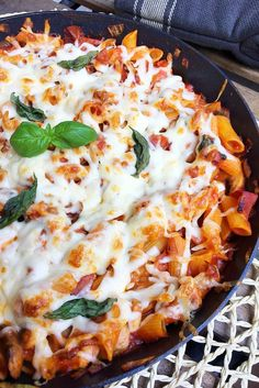 Penne milánói módra – VIDEÓVAL! | GastroHobbi Pasta Dishes, Food Dishes, Penne, Winter Food, Pasta Recipes, Meal Prep, Food And Drink, Tasty, Lunch