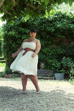 white flowy dress via @leblogdebigbeauty.com