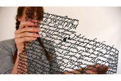 文字で編まれた美しいタイポグラフィーレース | roomie