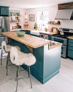 New kitchen layout open counter tops Ideas Farrow And Ball Kitchen, Classic Kitchen, Sweet Home, Updated Kitchen, Kitchen Decor, Kitchen Ideas, Kitchen Small, Cozy Kitchen, Kitchen Lamps