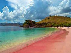 Cinco playas de arena rosa repartidas por el mundo