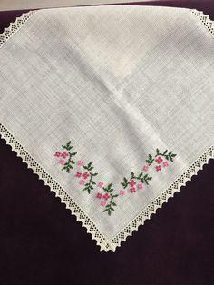 Etamin Cross Stitch Rose, Cross Stitch Borders, Cross Stitch Flowers, Cross Stitch Designs, Cross Stitching, Cross Stitch Patterns, Simple Embroidery, Hand Embroidery Stitches, Cross Stitch Embroidery