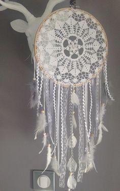 Attrape-rêves en dentelle et plumes paillettes