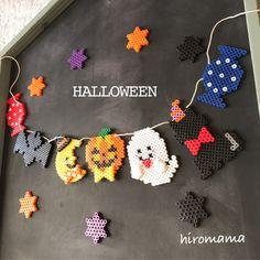 ハロウィンガーランド🎃👻ご覧下さりありがとうございます꒰ ´͈ω`͈꒱ご家族様やお友達とのハロウィンパーティーや、お部屋に飾って頂きハロウィン気分を味わって下さい♡今回の季節のガーランドは小さなお星様をセットに致します✩2枚目のようにガーランドでのお届け... Fuse Beads, Perler Beads, Pearl Beads Pattern, Halloween Beads, Bead Crafts, Beading Patterns, Diys, Crochet Necklace, Pearls