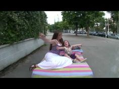 Lipdub Escola dels Encants - Viu l'escola, Viu-la ! - YouTube Short Films, Beach Mat, Outdoor Blanket, Videos, Youtube, School, Lunges, Video Clip, Youtubers