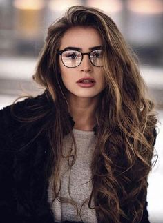 25 Easy Women Hairstyles for Spring Break - My list of women's hairstyles New Hair, Your Hair, Straight Hairstyles, Cool Hairstyles, Beautiful Hairstyles, Glasses Hairstyles, Layered Hairstyles, Hairstyles 2018, Gorgeous Hair Color