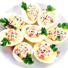 Ouă umplute – 11 rețete de ouă umplute Healthy Cooking, Cooking Recipes, Healthy Recipes, Lacto Vegetarian Recipe, Salad Design, Cooking Photography, Romanian Food, Deviled Eggs, Food Cravings