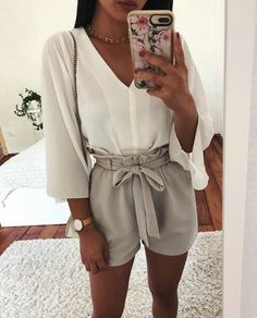 Great Top Blanches Manches Col V Short Beige/Gris - Women Fashion Ideas Funny Outfits, Cute Casual Outfits, Cute Summer Outfits, Holiday Outfits, Spring Outfits, Preppy Outfits, Casual Shorts, Summer Dresses, Beige Shorts Outfit