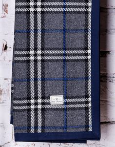 Red Lychee Ambassador blanket is made from the finest wool and is finished with contrasting navy blue trim making it ideally for any occasion.