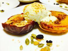 Chef 中川浩行さんの料理 焼きりんご!子供がいるのでグランマニエのメープルで焼き バニラアイスのトッピングをしました。