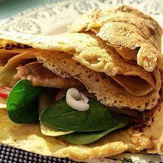 Socca fourrée à la crème d'olives de Kalamata, légumes crus.Une galette vegan, sans œufs, sans lait, et sans gluten. Pour changer de la galette de froment.