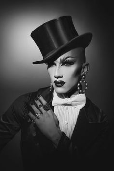 Our favorite facts about RuPaul's Drag Race Season 9 winner, Drag Queen Sasha Velour. Drag Queens, Drag Queen Make-up, Rupaul Drag Queen, Black Drag Queen, Rupaul Drag Race Winners, Drag Queen Costumes, Violet Chachki, Nhra Drag Racing, Rupaul's Drag Race