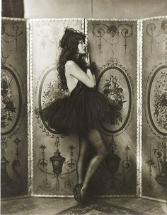 """Dolores Costello, Ziegfeld girl, by Alfred Cheney Johnston, ca. 1923 Dolores Costello, """"goddess of the silent screen"""" and Drew Barrymore's grandmother Photos Vintage, Vintage Love, Vintage Photographs, Vintage Beauty, Vintage Ladies, Vintage Black, Vintage Portrait, Vintage Style, Vintage Dress"""