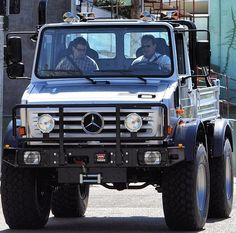 Arnold Schwarzenegger's new ride - Pimped up! But it doesn't look fuel efficient or an electric hybrid by any chance.