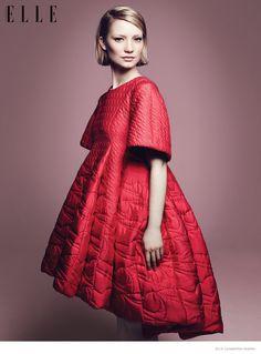 Mia Wasikowska 2014 Photos03 Mia Wasikowska Wears Fall Style for Elle Canada Cover Story