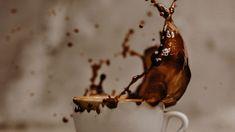 Das Salzburger Familienunternehmen mit zwei Cafés und einer Rösterei inspiriert mit viel Design und Atmosphäre. Christmas Ornaments, Holiday Decor, Design, Gourmet, Around The Worlds, Coffee Beans, Things To Do, Christmas Jewelry