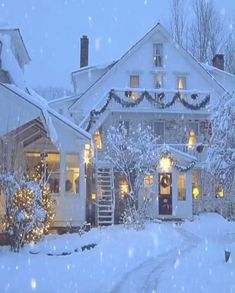 ❄️ Snowy Christmas Scene + 3 Hours of Xmas Instrumentals Snowy Christmas Scene, Christmas Scenery, Winter Scenery, Christmas Pictures, Christmas Art, Christmas Lights, Christmas Decorations, Beautiful Christmas Scenes, Merry Christmas Gif