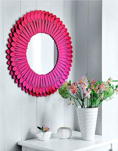 DIY Plastic Spoon Mirror (CE) this is such a great idea to use plastic spoons you would never be able to tell that this is made from something so inexpensive Plastic Spoon Mirror, Plastic Spoons, Mirror Crafts, Diy Mirror, Mirror Makeover, Mirror Art, Wall Mirrors, Starburst Mirror, Pink Starburst