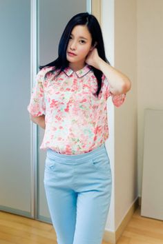 floral collared blouse