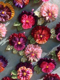 Wonderful Ribbon Embroidery Flowers by Hand Ideas. Enchanting Ribbon Embroidery Flowers by Hand Ideas. Ribbon Art, Fabric Ribbon, Ribbon Crafts, Flower Crafts, Ribbon Flower, Velvet Ribbon, Velvet Flower, Felt Flowers, Diy Flowers