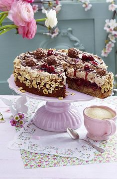 Feine Rocher-Torte mit Kirschdeko Our popular recipe for Fine Rocher Cake with Cherry Decoration and over more free recipes on LECKER. Torte Cake, Cake & Co, 12 Cupcakes, Baking Cupcakes, Baking Recipes, Cookie Recipes, Rocher Torte, Brownie Bites Recipe, Sweet Bakery
