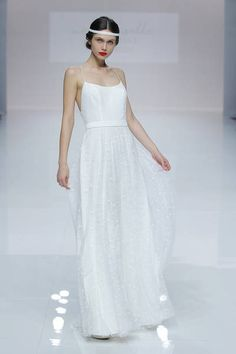 Search results for Vestidos, You can collect images you discovered organize them, add your own ideas to your collections and share with other people. Anne Barge, White Wedding Gowns, Wedding Day, Wedding Dresses, Lela Rose, Paris Mode, Estilo Boho, Bridal Fashion Week, Designer
