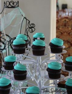 Tiffany's style cupcakes from @organizedcook