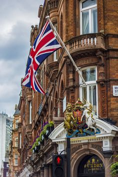 During my recent trip to London I so enjoyed seeing the Pride in the Union Jack! Beautiful World, Beautiful Places, England And Scotland, London Calling, London City, Mayfair London, France, Best Cities, British Isles