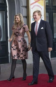 King Willem-Alexander of The Netherlands and Queen Maxima of The Netherlands arrive for festivities marking the final celebrations of 200 years Kingdom of The Netherlands on September 2015 in. Royal Dresses, Sexy Dresses, Classy Sexy Dress, Evening Gowns Couture, Kingdom Of The Netherlands, Amsterdam Netherlands, Marriage Dress, Royal Clothing, Estilo Real
