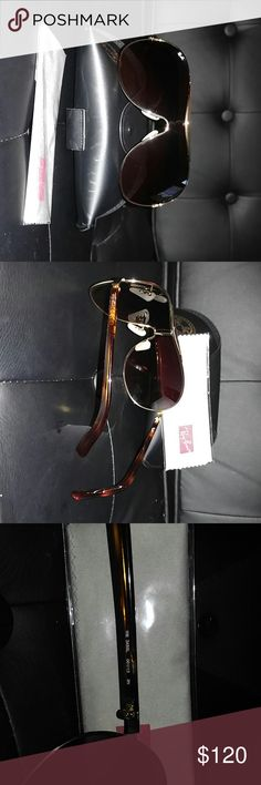 Shop Women's Ray-Ban Brown size OS Sunglasses at a discounted price at Poshmark. Description: Brand new Ray Ban aviator sunglasses. Gold frame with tortoise arm. Fashion Design, Fashion Tips, Fashion Trends, Tortoise, Sunglasses Accessories, Fashion Forward, Winter Outfits, Queens, Ray Bans