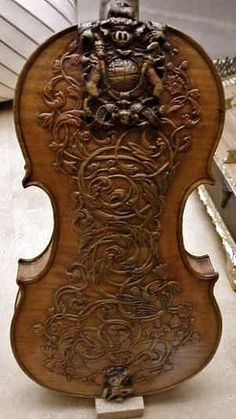 Ornately carved 17th century violin by Luther Ralph | http://awesomepaiting.blogspot.com