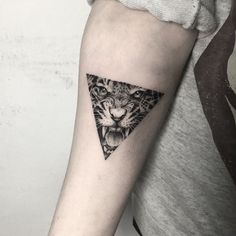 Cool ideas and designs to get the best tattoo with a . Cool ideas and designs to get the best tattoo with a tiger. Leo Tattoos, Mini Tattoos, Body Art Tattoos, Small Tattoos, Tattoos For Guys, Tattoo Ink, Tattos, Tiger Tattoo Small, Tiger Eyes Tattoo