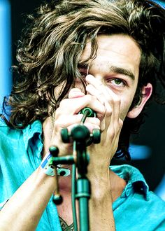 best close up picture, Ive seen! Pop Bands, Music Bands, Matty Healy Hair, Matty 1975, The 1975 Me, Matthew Healy, George Daniel, Close Up Pictures, Light Of My Life