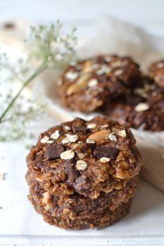 Cookies chocolat-cacahuètes sans cuisson. Version sans gluten, optez pour des flocons de riz, millet, maïs ou sarrasin.