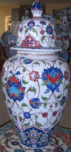 Porcelain Ceramics, Ceramic Pottery, Ceramic Art, Turkey Art, Turkish Design, Glazed Tiles, Turkish Tiles, Ginger Jars, Tile Art
