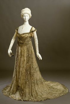Gown in withe cotton tulle, completely embroidered in flower motifs, and hemlines in silver thread, pearls and glass beads; Sartoria G. De Gaspari, Torino, beginning of the 20th century.