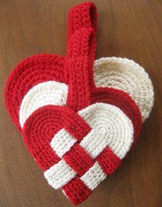 Fuente: http://alipyper.com/2012/12/03/free-danish-heart-crochet-pattern/
